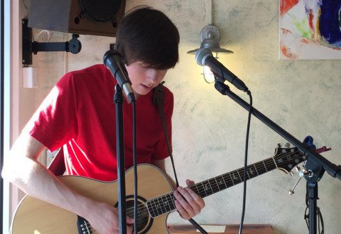 Young performer sings for cancer cure